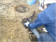 下水管の修理作業